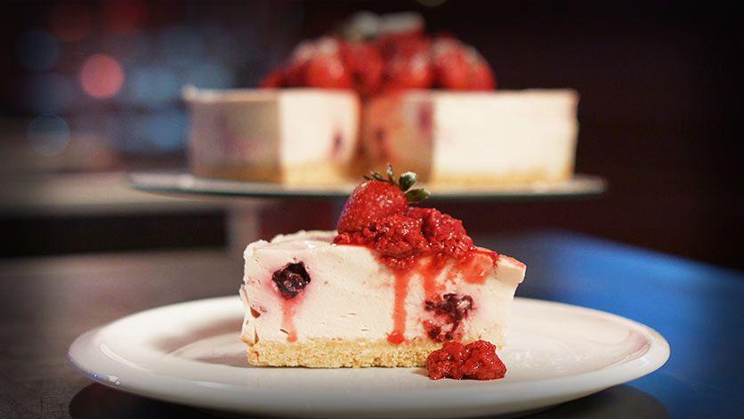 ¡Delicioso cheesecake de frutos rojos!