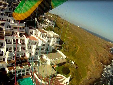 Una opción para volar sobre Punta Ballena: parapente